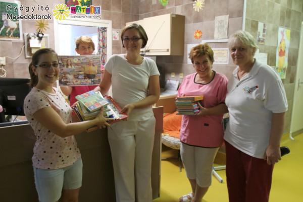 Mesekönyv adomány gyermekkórháznak