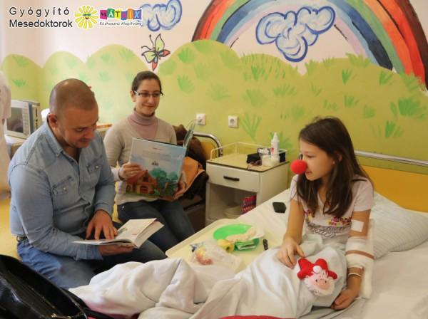 Kórházi meseolvasáson