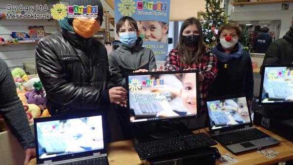 Gyermekek kaptak számítógépeket