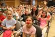 Mosolygó gyerekek a bohócdoktorokkal